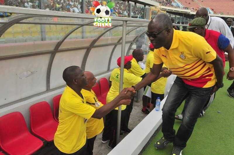 Nii Lante greets Mozambique bench - Footy-Ghana